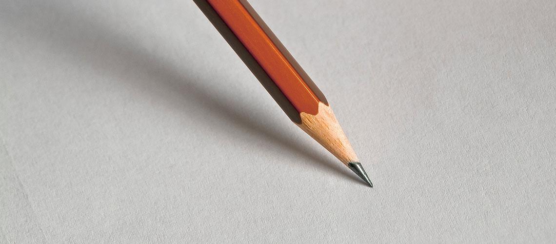 Foto mit einem Bleistift auf einem weißen Blatt Papier zum Projekt Hilfeplanung in den Hilfen zur Erziehung